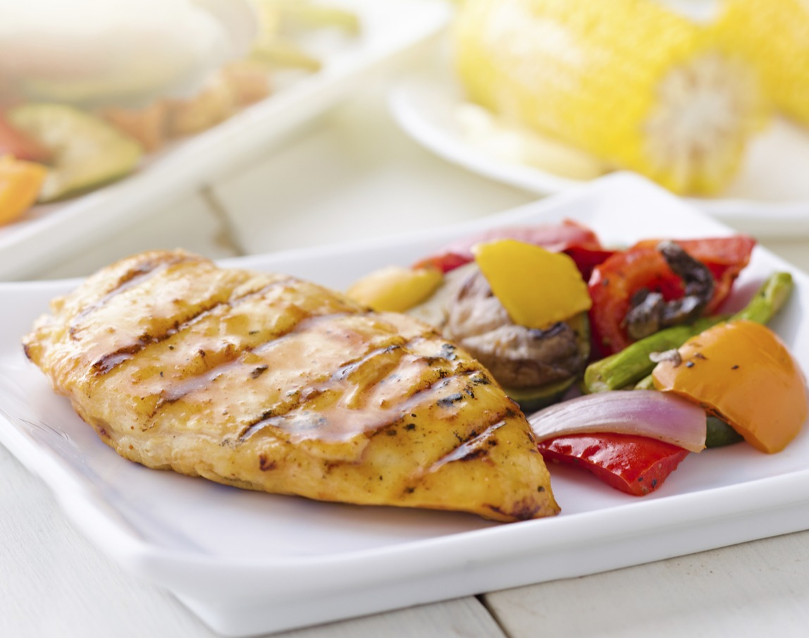 Picture of chicken and other food with healthy carbs